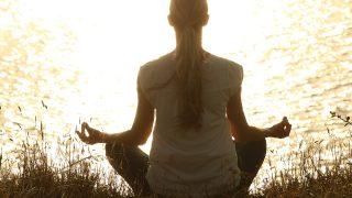 瞑想のやり方やコツは?精神統一に効果的な呼吸法や音楽などまとめ