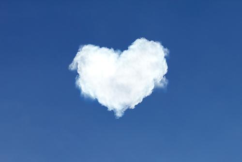 確実に連絡が来るハートの雲の待ち受け画像