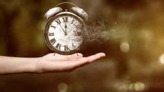 確実に過去に戻る方法。タイムリープで時間を戻す成功方法