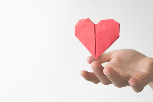 恋を叶えるハートの折り紙の画像