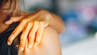 右肩が痛い時のスピリチュアルメッセージとは?右肩の痛みの症状別のスピリチュアルな理由と対処法を紹介