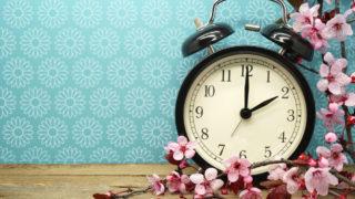 夜中2時目が覚めるスピリチュアルな意味って?同じ時間に目が覚めるスピリチュアルなメッセージや眠たいのに寝れない時の対処法を紹介