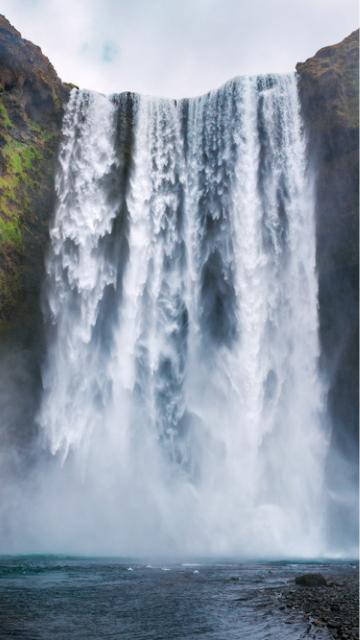 運気が上がる滝の待ち受け画像