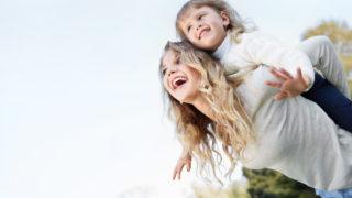 子供に好かれるスピリチュアルな意味とは?好かれる人の特徴やじっと子供に見られるなどのスピリチュアルなメッセージ