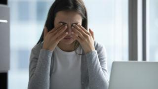 右目の下が痙攣するスピリチュアルな意味とは?右目の下や涙袋が麻痺したりピクピクするスピリチュアルメッセージ