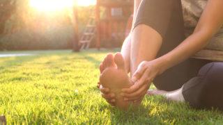 足の一部が熱く感じるスピリチュアルな意味は「心身の疲れ」対処法は「自分と向き合いゆっくり過ごすこと」